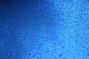 chuva-de-vidro-cai-agua_121-19709
