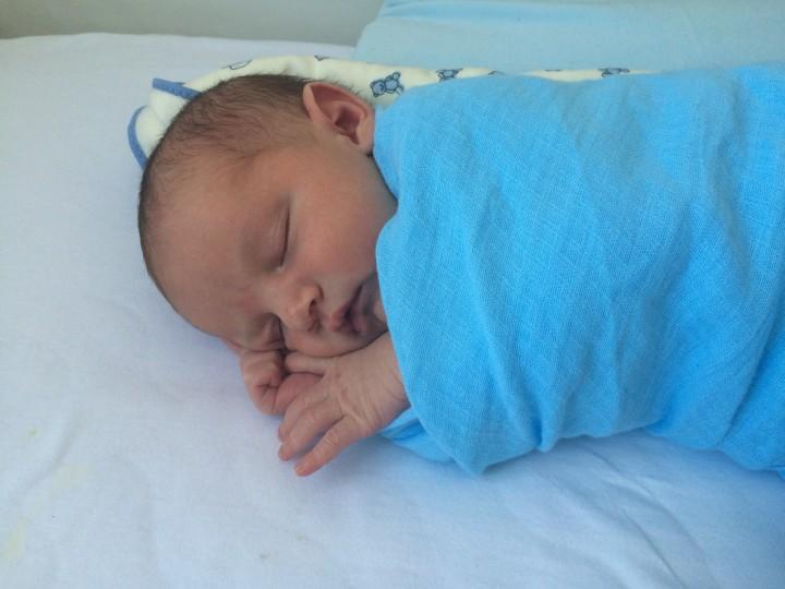 Como enrolar a manta do recém-nascido